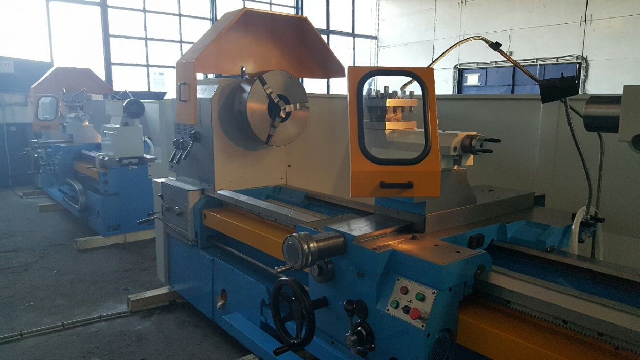 Universal lathe machine.