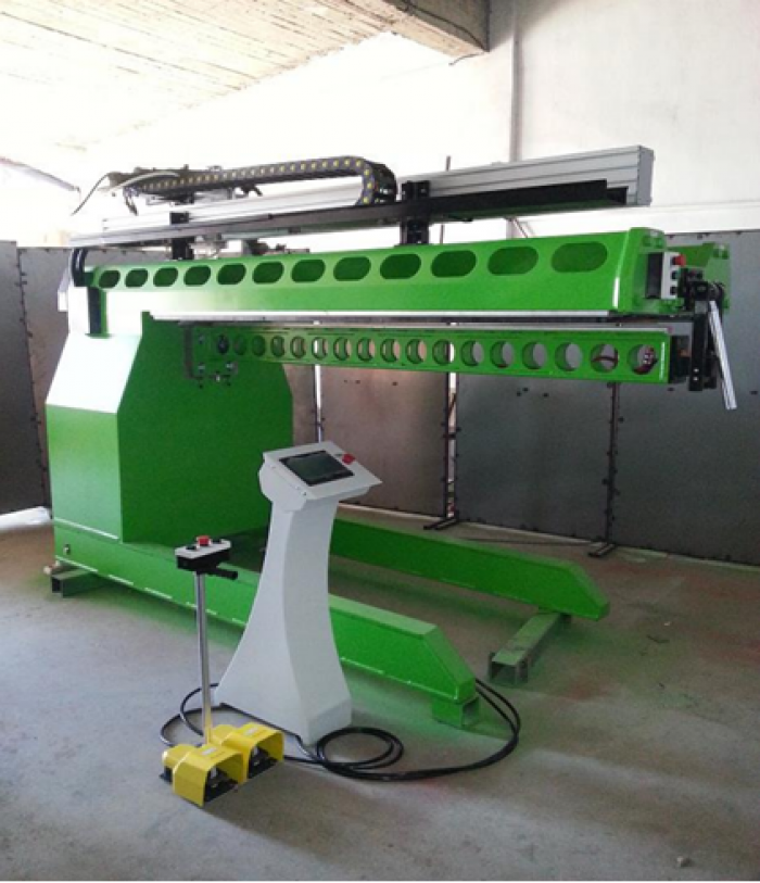 Machine for plasma and WIG welding of stainless steel sheets.